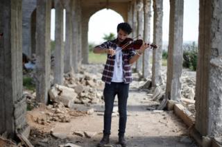 Ameen Mukdad,un violinista iraquí en Mosul.