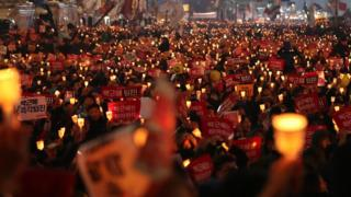 Protesters holding candles in Seoul, demanding Presidnet Park Geun-Hye resign - 19 November 2016