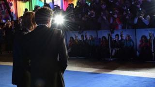 الممثل بن ستيلر أمام الكاميرات والمصورين
