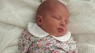 Yumruklanan bebek Elsie Rose