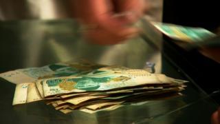 'نفوذ و استیلای کلدار در برخی شهرها، جای برای گردش افغانی، واحد پول افغانستان نگذاشته است'