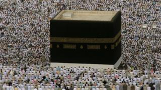 Pilgrims worshipping at Mecca
