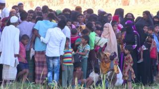 মিয়ানমার থেকে রোহিঙ্গা শরণার্থীরা বাংলাদেশে ঢুকছে