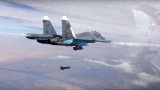 Russian Su-34 strike fighter in Syria drops a bomb over Syria (9 October 2015)