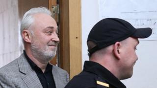 Леонид Меламед и конвоир