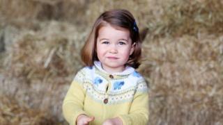 الأميرة البريطانية تشارلوت تُكمل عامها الثاني
