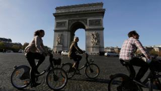 Tourists on bicycles near the Arc de Triomphe, Paris (15 November)
