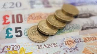 Pound coins and Bank of England banknotes