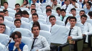 Ikki diplom dasturida mutaxassisliklar boʻyicha qat'iy cheklovlar boʻladi