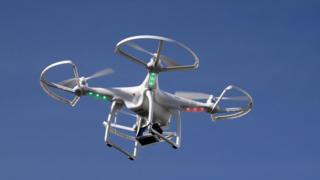 昨年のコンシューマー・エレクトロニクス・ショーでデモ飛行したドローン(米ネバダ州ラスベガス)