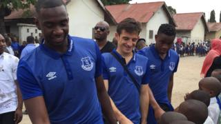 Abakinyi ba Everton bagendeye ishure rya Mchanganyiko