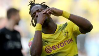 Batshuayi ne rejouera plus pour Dortmund cette saison.