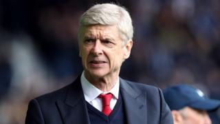 Wenger w'imyaka 67 y'amavuko, yatangiye gutoza Arsenal kuva mu mwaka wa 1996