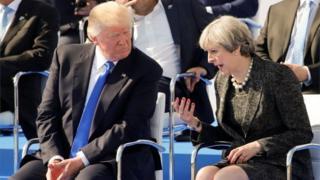 ترزا می، نخست وزیر بریتانیا در حاشیه اجلاس ناتو درباره این درز اطلاعاتی با آقای ترامپ گفتگو کرده است