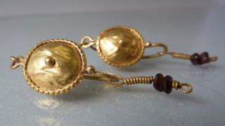 Stolen Roman jewellery