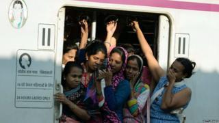 मुंबई लोकल ट्रेन