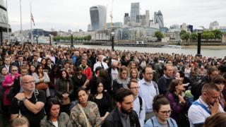 Траурная церемония у мэрии Лондона