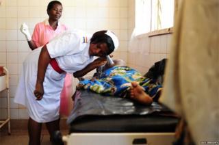 Wakunga nchini Uganda huwazalisha kati ya akina mama 350 hadi 500 kwa mwaka.