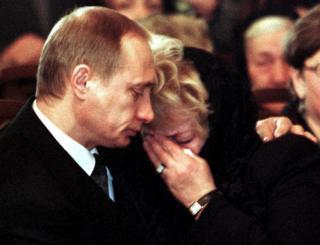 Vladimir Putin ve Lyudmila Narusova Anatoly Sobçak'ın cenazesinde