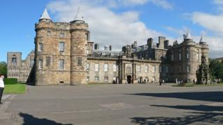 Дворец Холлируд в Эдинбурге