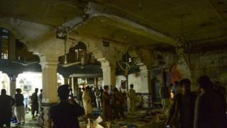 Місцева влада заявляє, що нападник-смертник відкрив вогонь по вірянах, перш ніж підірвати вибухівку