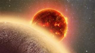 """صورة انطباعية لكوكب """"جي جاي 1132 بي"""" الذي يحيط به غلاف جوي مكون إما من الماء أو الميثان"""