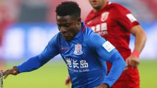 Obafemi Martins dey play for Shanghai Shenhua.