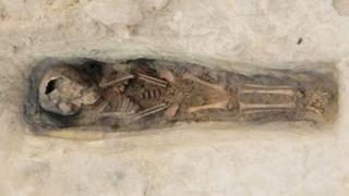 قبر صخري لطفل بعمر 2-3 سنوات