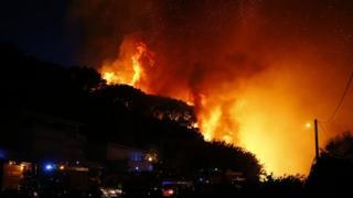 Les populations ont été évacuées pour les sécuriser contre la furie du feu attisé par les vents
