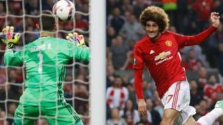 Fellaini wa klabu ya Manchester United akifunga bao lake