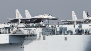 遼寧號航母上的殲-15戰鬥機(7/7/2017)