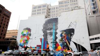 В честь Дилана в его родной Миннесоте разрисовывают стены