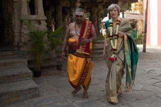 Theresa May is welcomed to the Sri Someshwara Temple in Bangalore on 8 November 2016