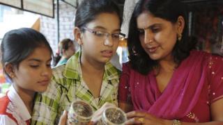 ખરીદી કરી રહેલી મહિલાઓની પ્રતીકાત્મક તસવીર