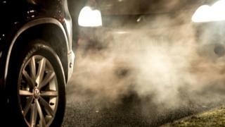 Pollution de véhicules sur les routes de Lille en France (illustration)