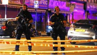 Вооруженные полицейские