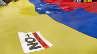 флаг венесуэлы с наклейкой