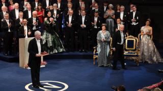 Премію отримує професор Бенгд Голмстрьом