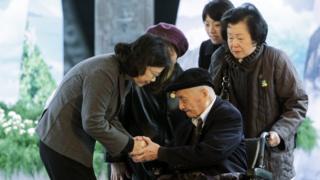 台湾总统蔡英文出席二二八纪念中枢仪式,颁发名誉回复证书。
