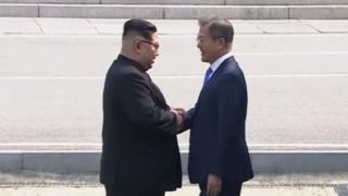 Kim Jong-un and Moon Jae-in shake hands