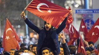 Rotterdam'da Türkiye kökenli bir grubun yaptığı gösteriler