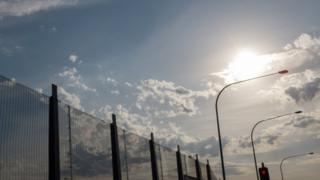 Забор тюрьмы будущего