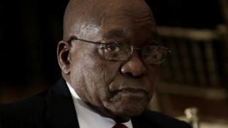 L'ex-médiatrice cherchait aussi à définir les liens entre le chef de l'État et les hommes d'affaires.