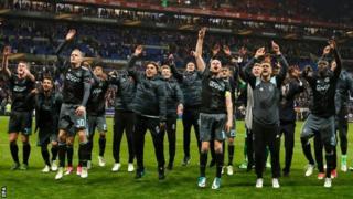 Lyon'u eleyen Ajax yarı final zaferini kutluyor