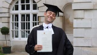Allan en su graduación