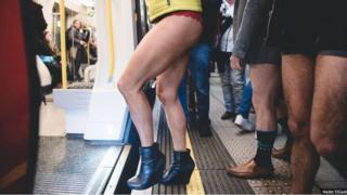穿內褲搭地鐵 倫敦人這是在幹什麼?