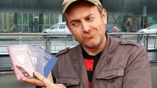 Alexander Lapshin com seu spassaportes