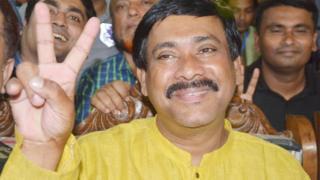 বিএনপি'র প্রার্থী মনিরুল হক সাক্কু, দ্বিতীয়বারের মতো তাকে কুমিল্লার মেয়র হিসেবে নির্বাচিত করলেন ভোটাররা