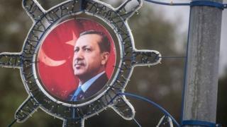 Після невдалої спроби перевороту в липні цього року указом пана Ердогана заарештували десятки тисяч людей