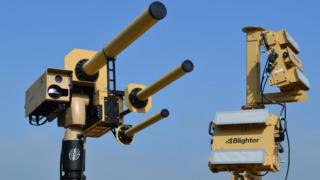 The Auds system uses a strong radio signal to freeze a drone mid-flight